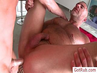 Muscled guy obtaining his dick rubbed by gotrub