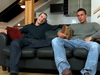 Cute hunk gives stud a raunchy plus wet orall-service